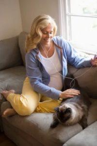 Почему беременным нельзя гладить кошек и чем это грозит
